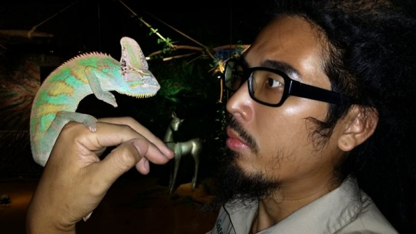 Goatee Toni holds a chameleon